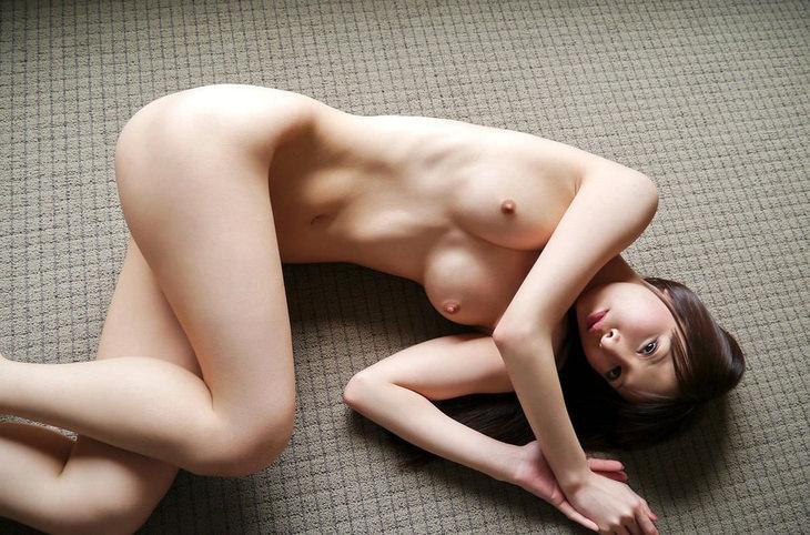 可愛い子の全裸ヌード 22
