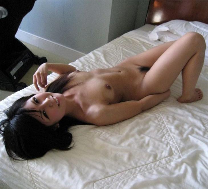 可愛い子の全裸ヌード 39
