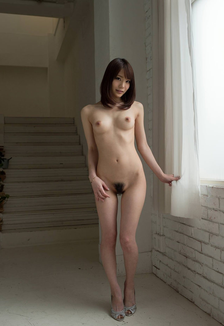 可愛い子の全裸ヌード 43
