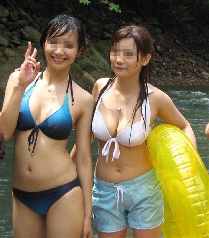 巨乳な素人の水着姿 16