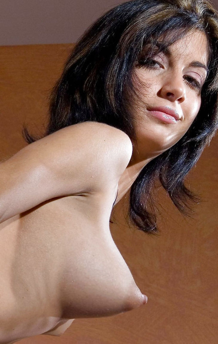 ロケット乳の外国人美女 6