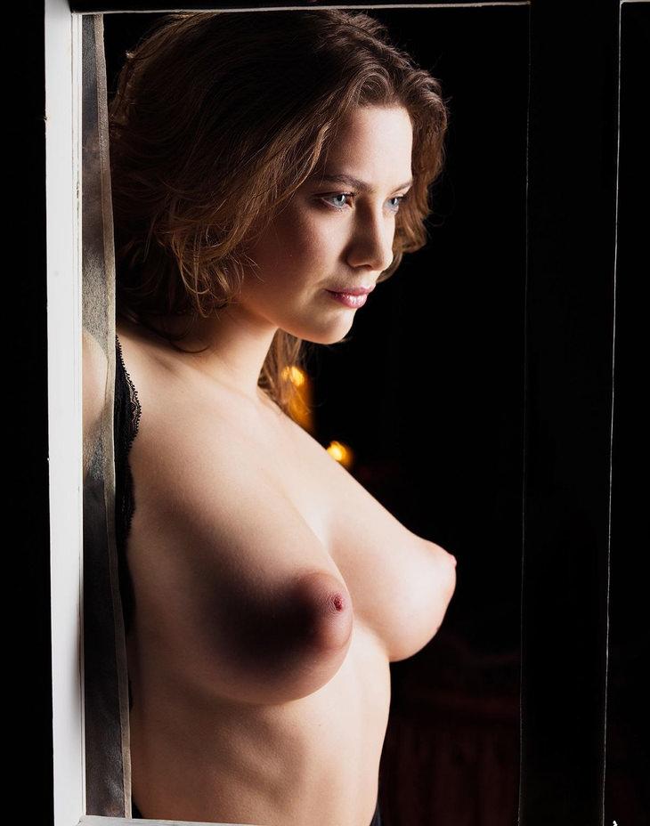 ロケット乳の外国人美女 15