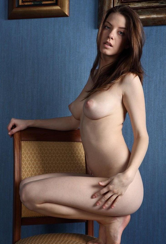 ロケット乳の外国人美女 32