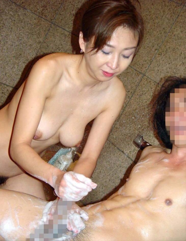 熟女の手コキ 23
