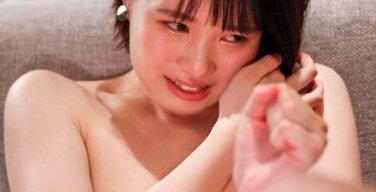 【画像】鉄工所の女の子、セックスが気持ち良すぎて泣いてしまう