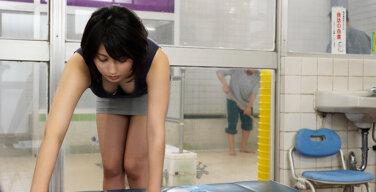 閉店間際の銭湯で…。~年下男と背徳の湯けむり汗だく性交~ 本田瞳
